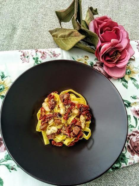 Tagliatelle pomodorini prosciutto & fagioli