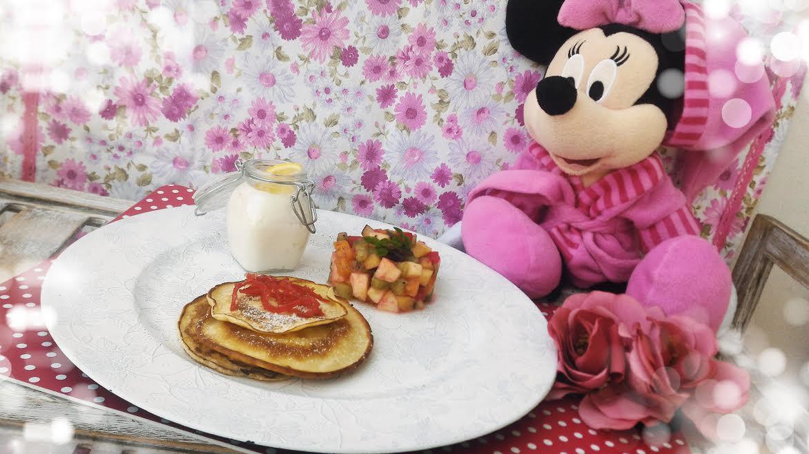 Pancakes con frutta fresca & crema di formaggio