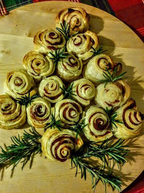 Albero di Natale di rose di pasta sfoglia