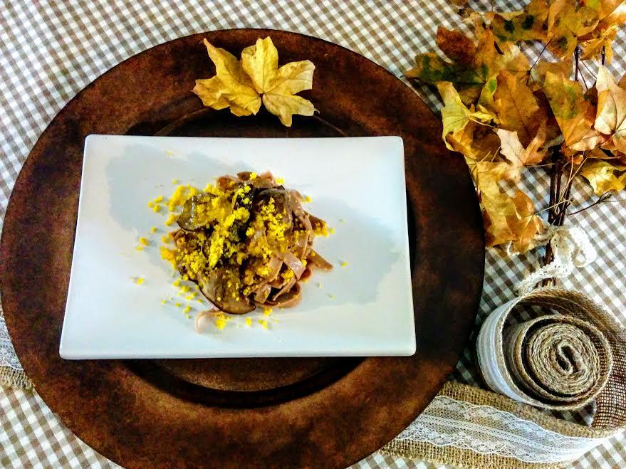 Tagliatelle di castagne con porcini & uovo marinato