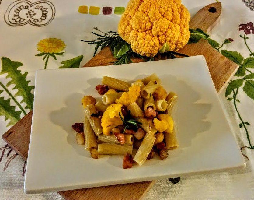 Tortiglioni con cavolo giallo & pancetta