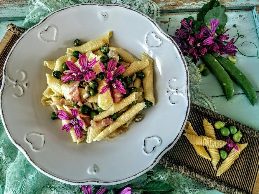 Garganelli con fave, piselli & pancetta