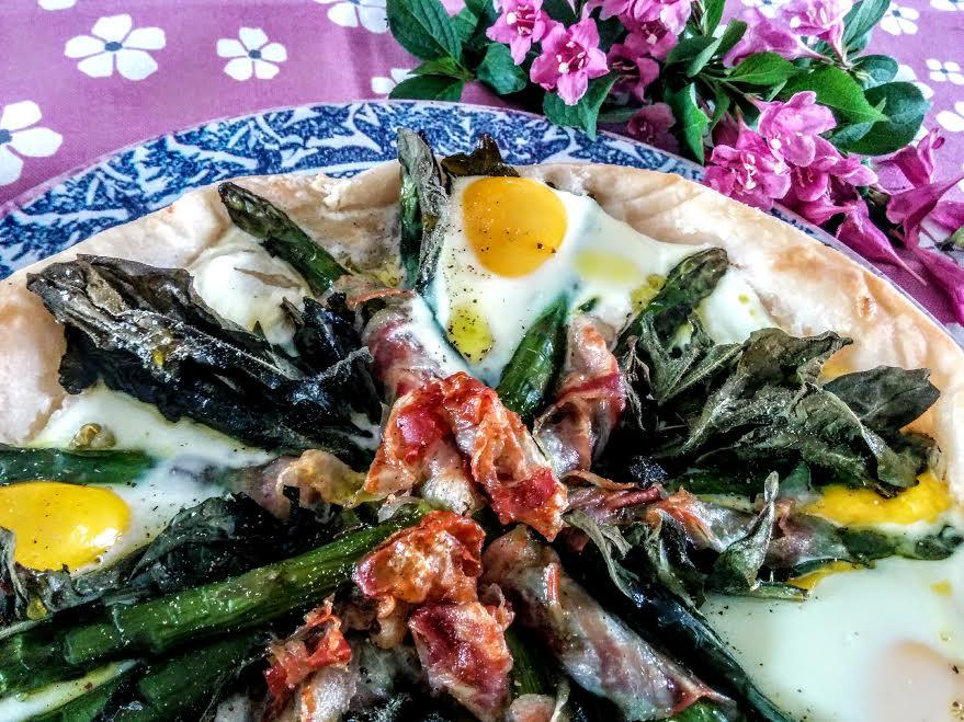 Pasta sfoglia con asparagi uova & pancetta