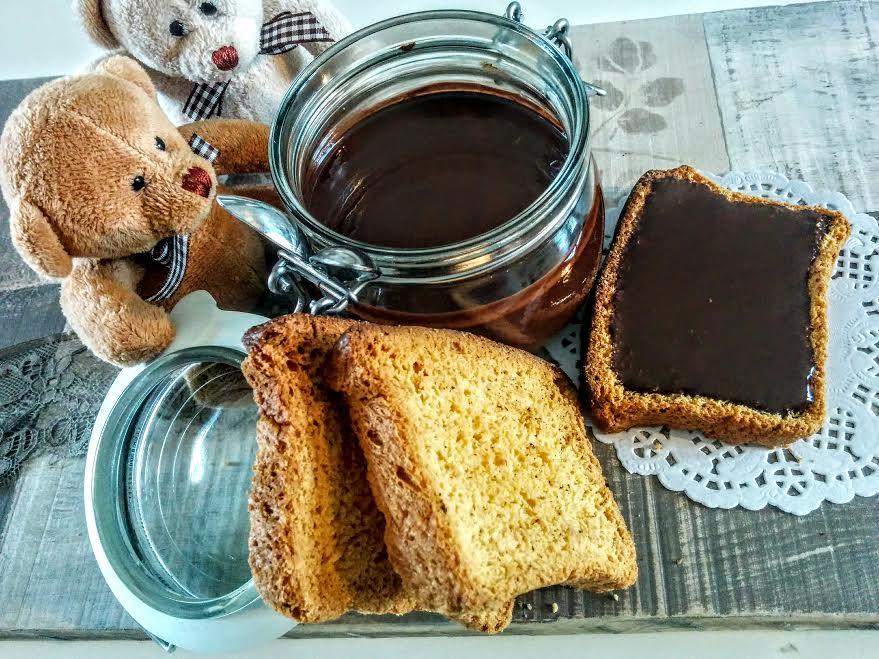 Crema di nocciole & fette biscottate homemade