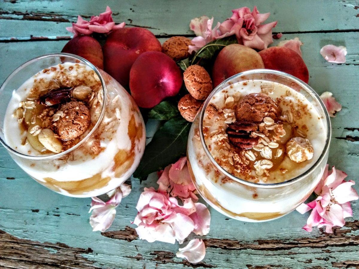 Coppette con yogurt greco pesche & miele