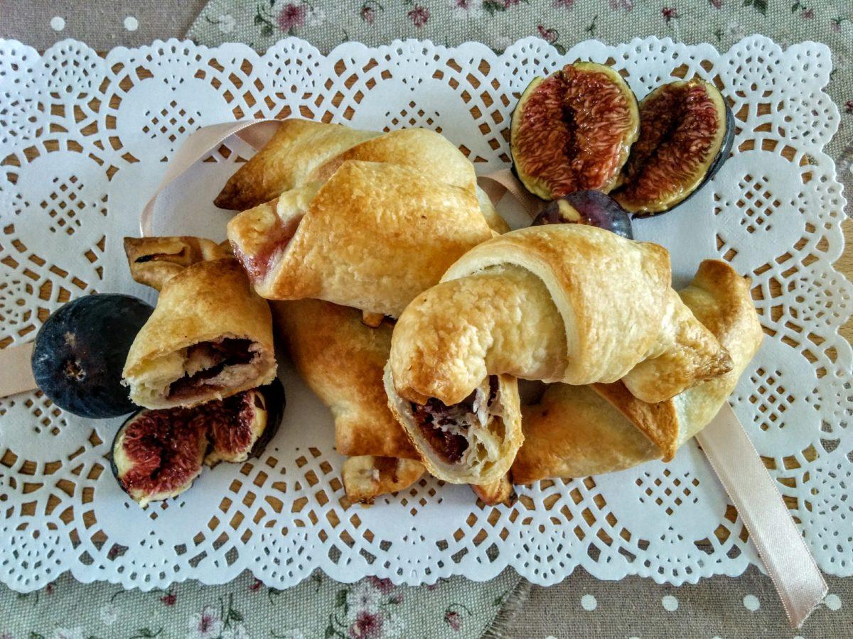 Fagottini di pasta sfoglia con fichi & pancetta