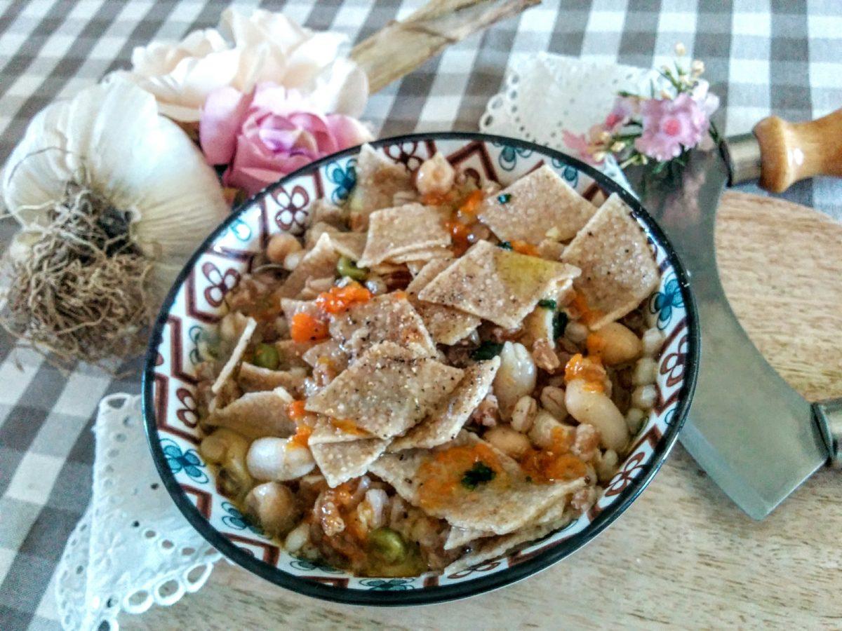 zuppa di cereali & legumi con maltagliati al farro