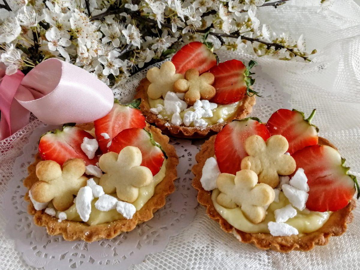 Cestini di frolla con fragole & crema