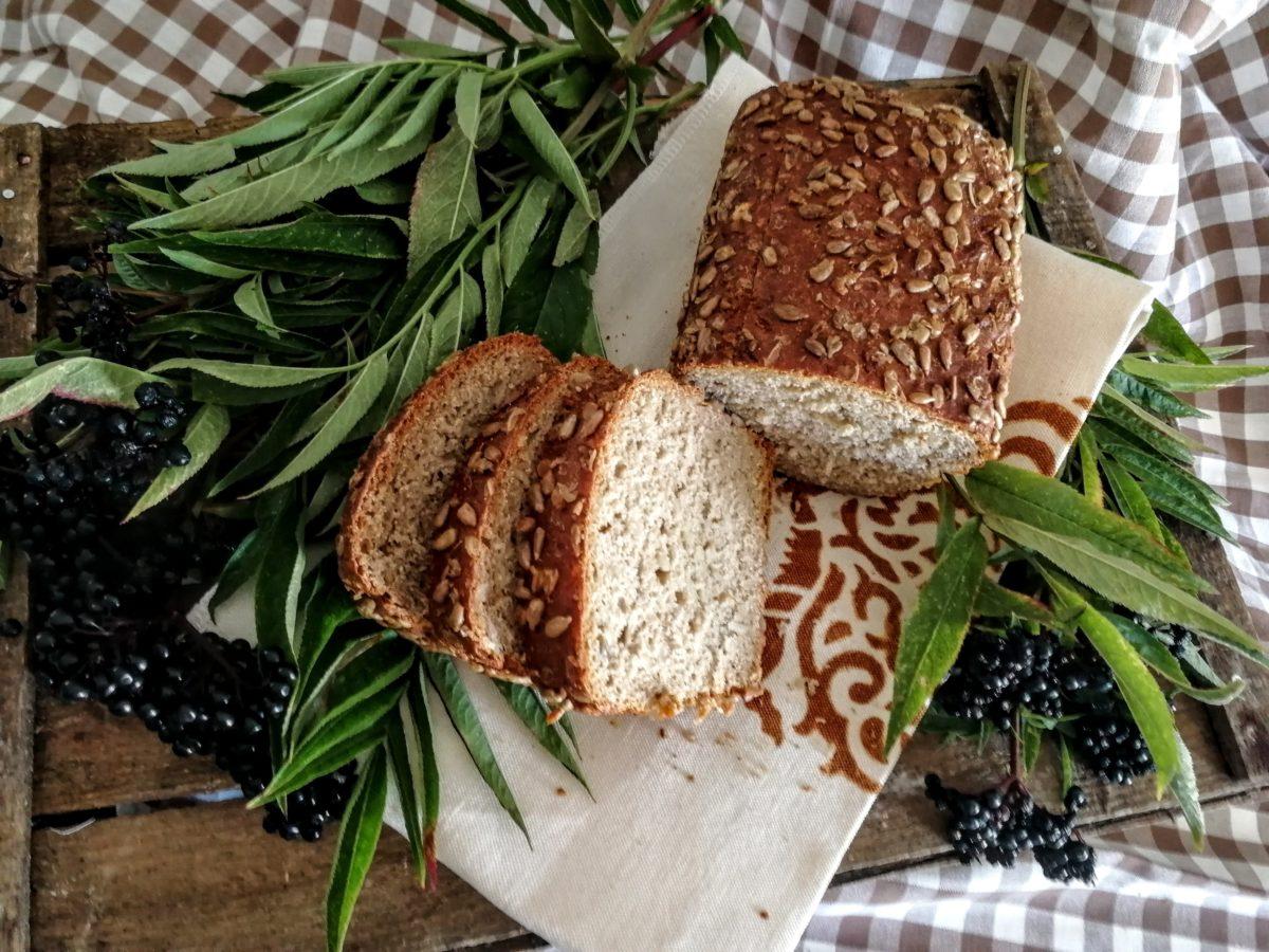 Pane integrale di farro con semi di girasole