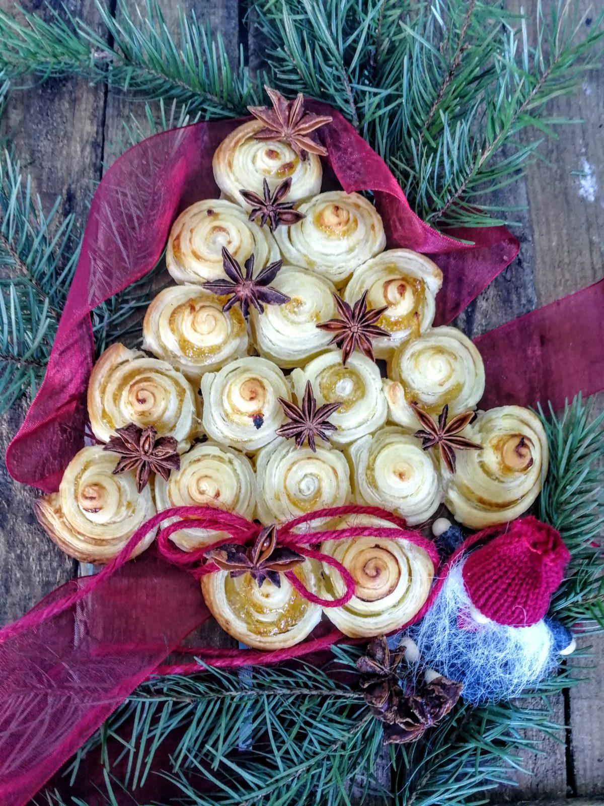 Albero di Natale di pasta sfoglia dolce