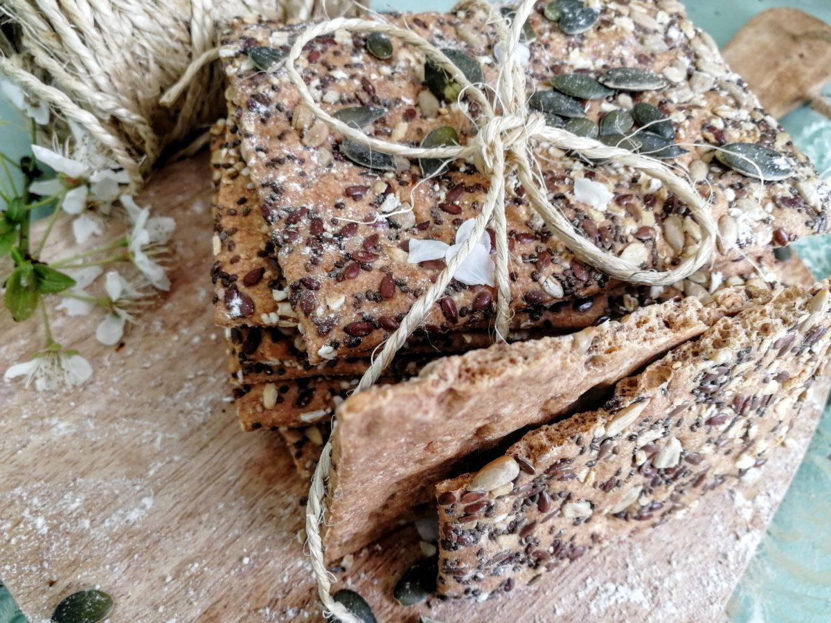 Crackers integrali con semi vari e fiocchi d'avena